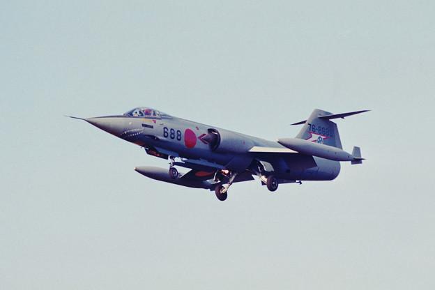 F-104J 76-8688 207sq KMQ 1984Nov