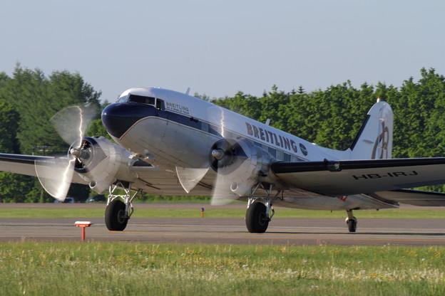 Douglas DC-3 Breitling in RJCB (3)