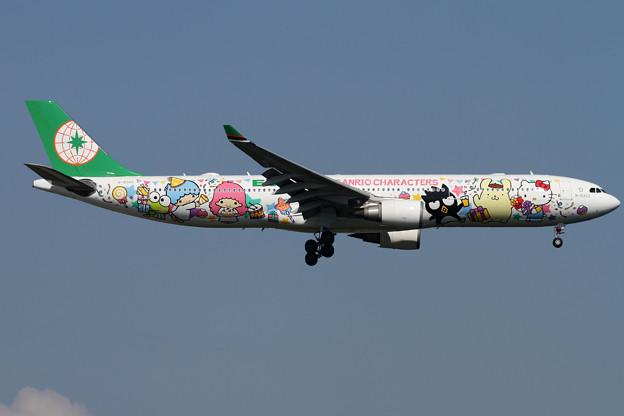 A330 EVA Sanrio パーティーJET B-16333 (1)