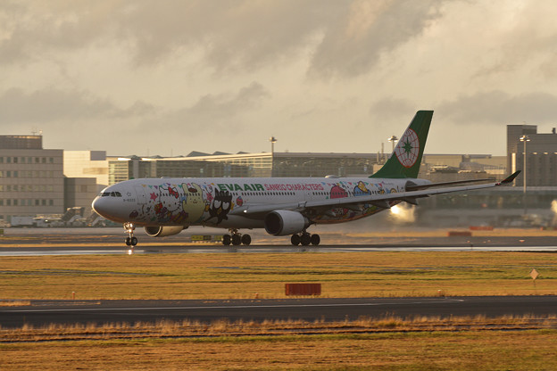 A330 EVA雨上がりのtakeoff