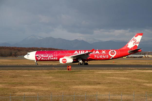 A330 AirAsiaX 9M-XXA landing roll