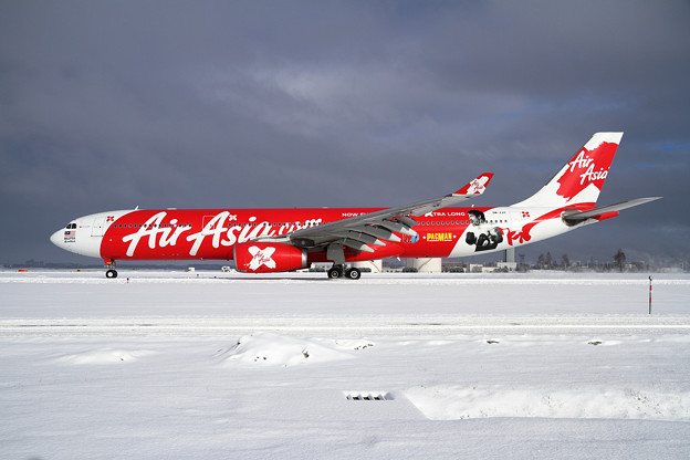 A330 AirAsiaX 冬の陽に映える