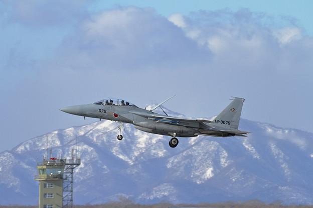 F-15DJ 075 201sq approach
