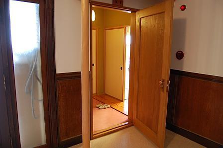 客室前ドア