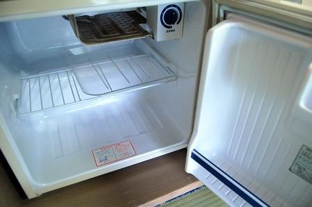 からっぽ冷蔵庫