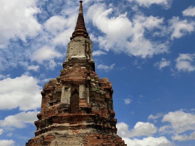 かつて寺院の空と雲