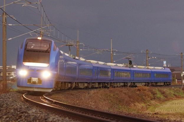 """E653系1000番台U106編成(""""瑠璃色"""") いなほ10号"""