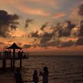 写真: フサキビーチの夕暮れ