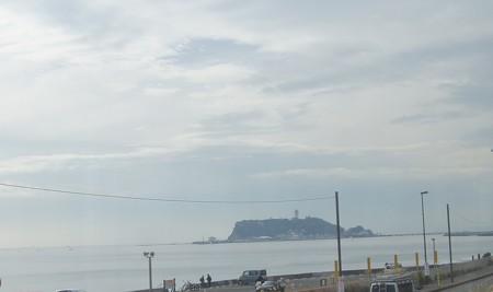 江ノ電から見る江の島