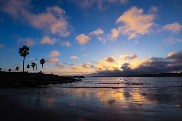 空と雲と波と