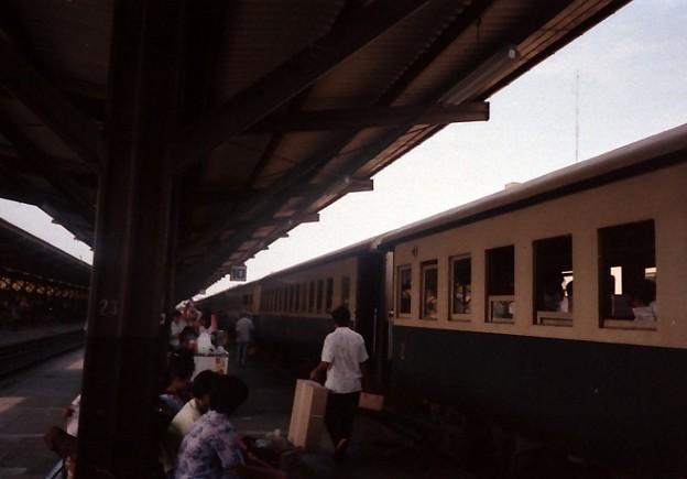 Thailand / タイ、バンコク中央駅10番線