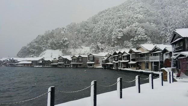雪化粧した伊根の舟屋
