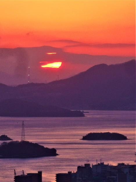 師走の夕陽と点滅する鉄塔@浄土寺山展望台