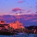 Photos: 元日の夕暮れと満月@吉和漁港2018.1.1
