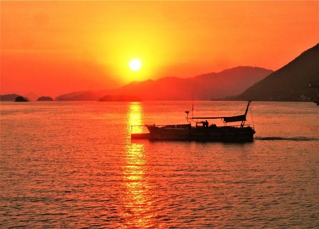 早春の瀬戸の夕暮れ@クジラ島の落日