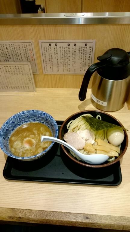 八重洲の六厘舎で味玉つけ麺を喰う