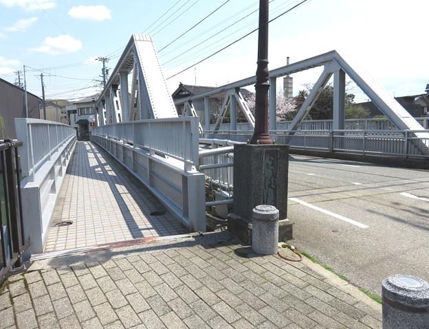 この橋は、小橋