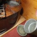 写真: 焼き鳥と燗銅壺02