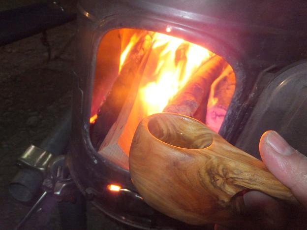 薪ストーブに点火
