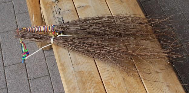 コウヤボウキで出来た箒、万葉集:たまばはき(多麻婆波技、玉箒)コウヤボウキ(高野箒) キク科