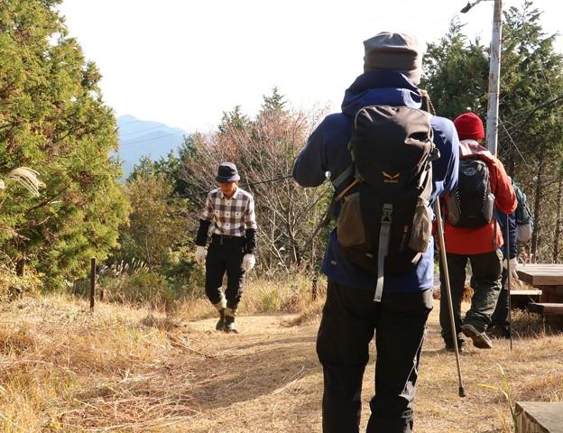k)さんは今日は登山道草刈と整備で山頂は登りません