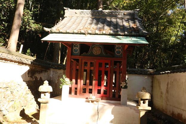 信康廟:松平信康と言えば、 父・徳川家康に享年21歳で切腹を命じられその生涯を閉じた事で知られる武将です。