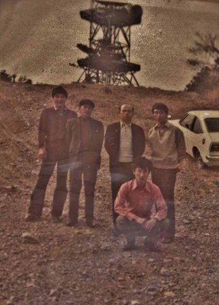 Photos: 富幕山山頂   昔写真 車の有る所あたりに休憩舎が立っています。写真昭和51年