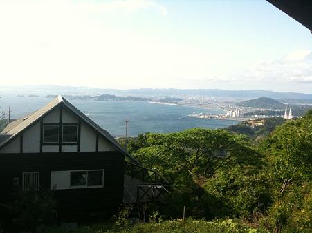 別荘より海南の海を見下ろす