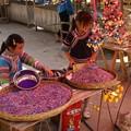 五花米を売る少女たち