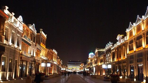 前門大通りの夜景