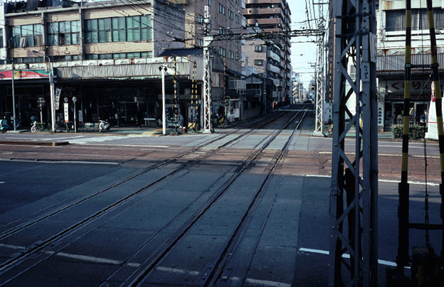伊予鉄道大手町駅の平面交差(高浜線・大手町線,1998/10/5)(s111/21)
