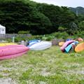 写真: 横たわるカヌー