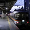 写真: 甲府駅のワイドビューふじかわ