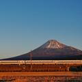 写真: 2018年正月の富士山 N700系