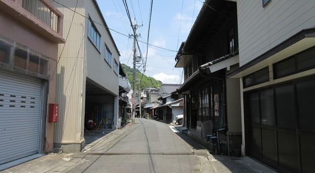 西倉沢一里塚(清水区)前より町並み