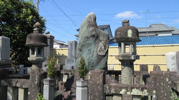 梅蔭寺(清水区)次郎長墓