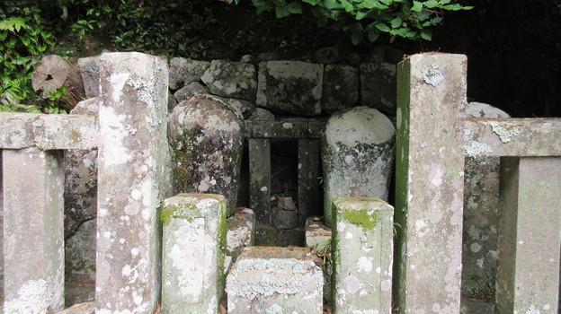 誓願寺(駿河区)片桐且元夫妻墓