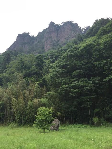 潜龍院・古谷館/岩櫃山(東吾妻町)古い落石