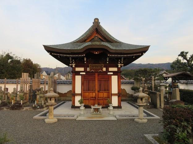 写真: 善正寺(左京区)霊屋