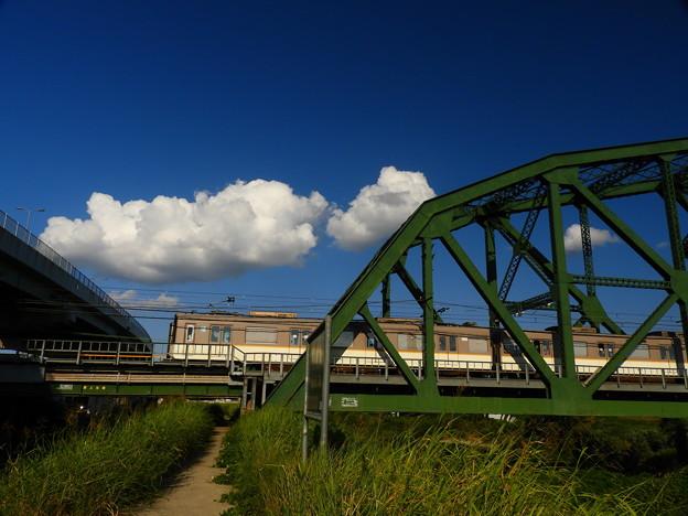 Photos: 近鉄と白い雲、鉄道橋と道路橋