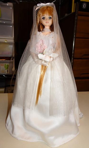 リカちゃんキャッスルウェディングドレス(ジェニーサイズ)を着たファーストジェニー