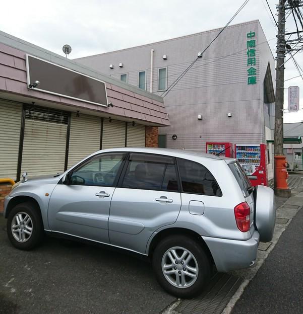 マイカーと丸ポスト  神奈川県二宮町
