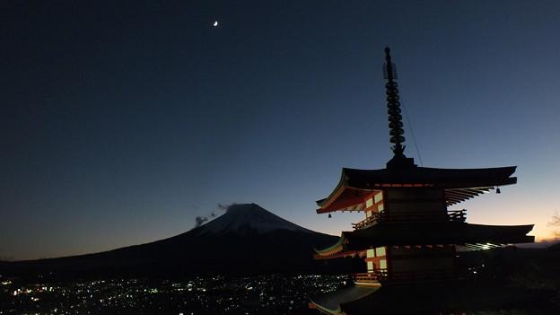 五重塔と富士3