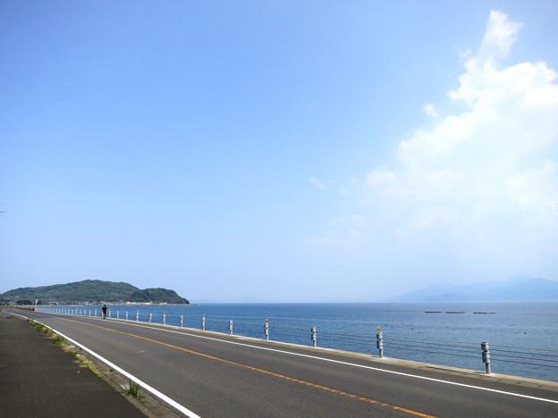 唐津の海岸線を行く
