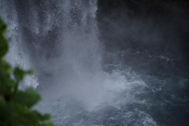 写真: 音止の滝壺