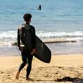 写真: いざ、波に挑む。