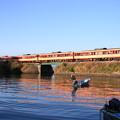 Photos: 漁港と国鉄急行色列車