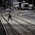 写真: ~S字線路を横切る人~