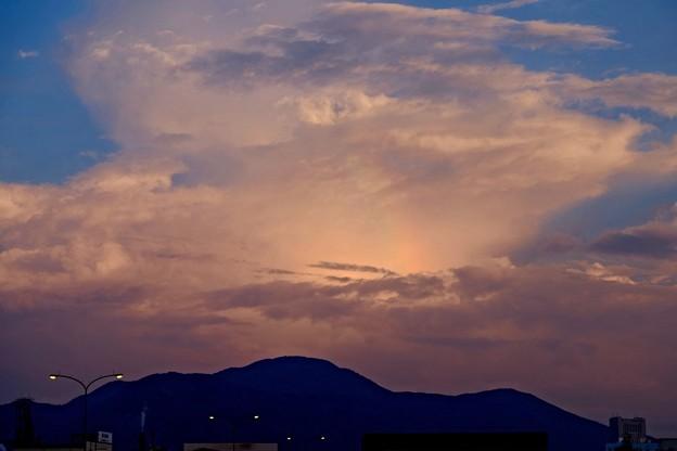 夕焼け空の彩雲
