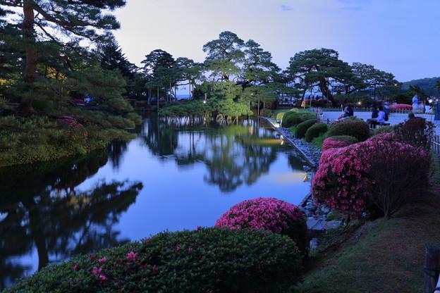 初夏の兼六園 霞ヶ池